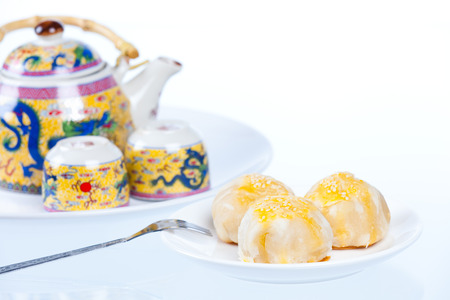 bene: Chinese pastry or moon cake and teapot set, Traditional Thai cake on dish, Taiwan delicious dessert, shot in studio, on white background Stock Photo