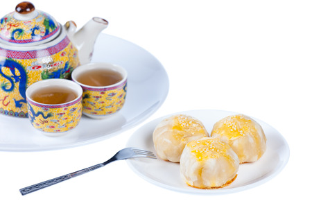 bene: Chinese pastry or moon cake on dish and teapot set, Traditional delicious cake in asia, shot in studio, isolated on white background