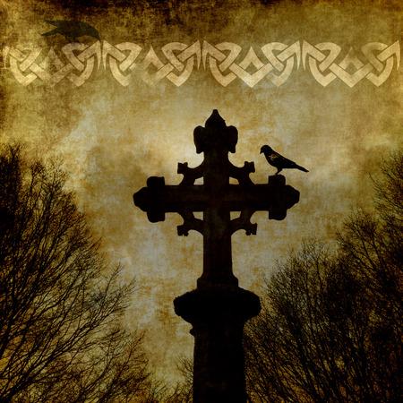 croce celtica: Vecchia carta grunge con croce celtica e ornamento.