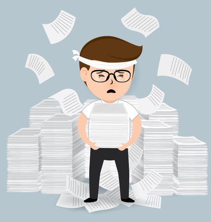 Biznesmen trzyma mnóstwo stos papier