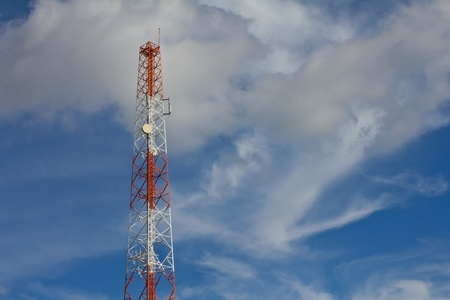 transmit: Antennas transmit and receive signals via satellite to use telecommuting. Stock Photo