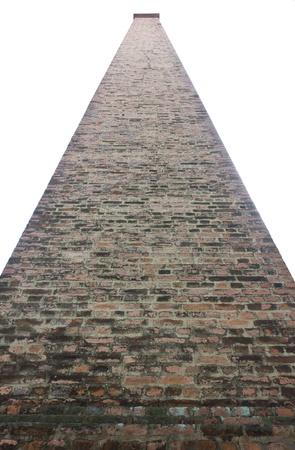 Aislar chimenea de ladrillo superficie cuadrada con un gran y muy alta Foto de archivo - 17895705