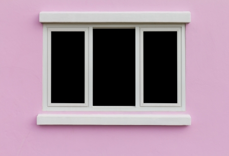 rosa negra: Antecedentes marco de la ventana en la pared de color rosa de fondo negro Foto de archivo