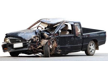 Des voitures noires isolées à l'avant ont été démolies en raison d'une grave collision avec des arbres. Banque d'images - 76745507