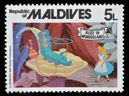 República das Maldivas - CIRCA 1980: selo impresso no Maldivas mostra Alice no país das maravilhas, circa 1980.