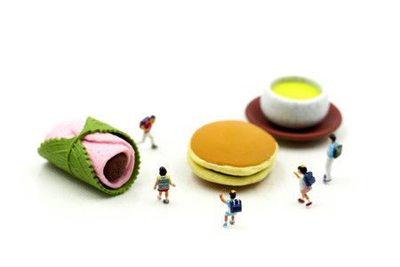 Miniature people : student and children with desserts,Fun and eating concept. Banque d'images