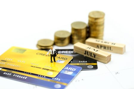 Miniature people : businessman with credit card and stack coins,commitment, agreement, investment, business and partnership concept Archivio Fotografico - 132748403