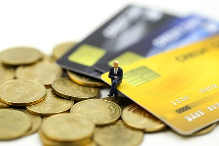 Miniature people : businessman with credit card and stack coins,commitment, agreement, investment, business and partnership concept Archivio Fotografico - 133212730