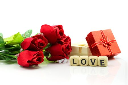 Love text wooden blocks with rose and gift box, Lover concept. Standard-Bild - 133956352