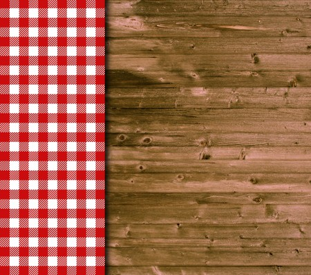 Wood background and tablecloth in red and white Standard-Bild