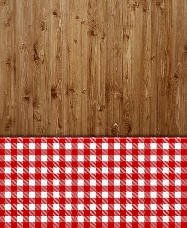 Holz-Hintergrund mit roten und weißen Tischdecken-Muster