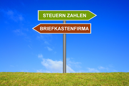 avoidance: Signpost showing pay taxes or Letterbox Company in german language Stock Photo