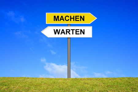wait sign: Sign with two arrows shows wait or do in german language