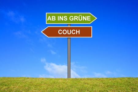 active arrow: Sign with two arrows shows Couch or go outside  in german language