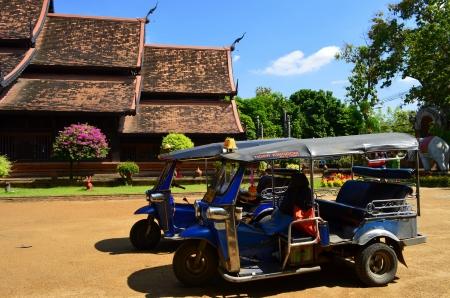 tuktuk: tuk-tuk Editorial
