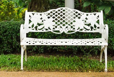 living idyll: White bench in garden