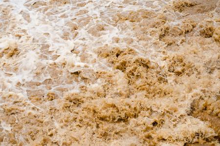 De vloedachtergrond van de flits in het regenachtige seizoen na onweer uit