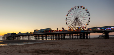 the lights are on at twighlight on central pier Blackpool Imagens