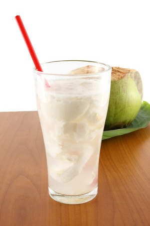 fr�chte in wasser: Kokosnuss-Saft auf dem Tisch Lizenzfreie Bilder