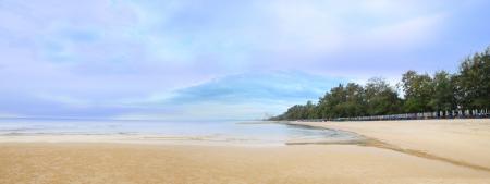 panorama beach: Tropical beach panorama dopo la pioggia del mattino.