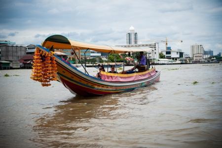 chao: Boat at Chao Phraya River Editorial
