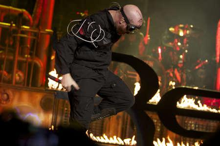 almighty: Un membro della band Red cristiana adorare il Dio Onnipotente nel Jam 2012 Inverno. A Portland, Oregon.