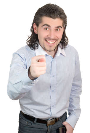 desprecio: Joven de pelo oscuro hombre blanco en camisa de rayas azules le da la higuera, un gesto de desprecio aisladas en blanco