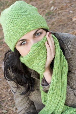 beanies: Cold Mujer  Foto de archivo
