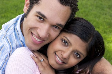 pareja de adolescentes: Pares Felices Foto de archivo