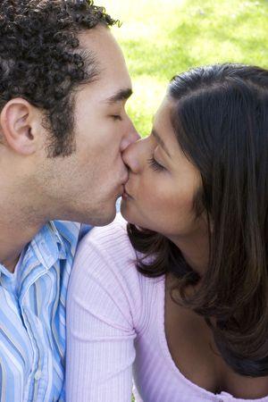 interracial marriage: Matura Kissing  Archivio Fotografico