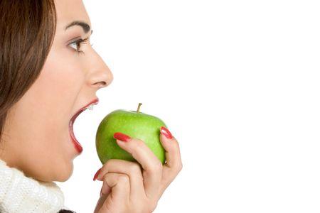 boca abierta: Mujer de comer la manzana  Foto de archivo