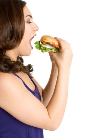 boca abierta: Mujer comer hamburguesa  Foto de archivo