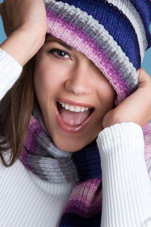 beanies: Chica riendo de invierno