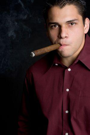 hombre fumando puro: Fumadores de puros hombre