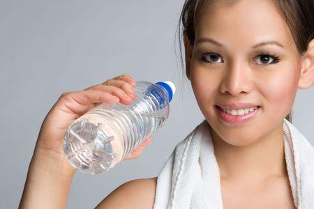 sudando: Asia Holding Agua Botella LANG_EVOIMAGES