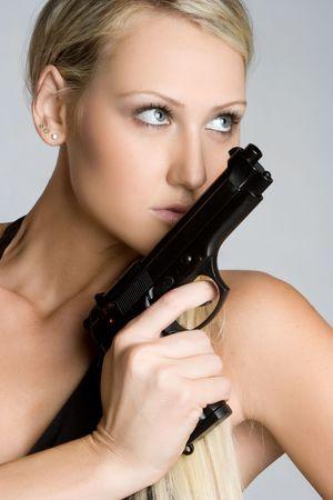 mujer con pistola: Rubio Gun Girl