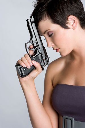 mujer con pistola: Mujer Holding Gun