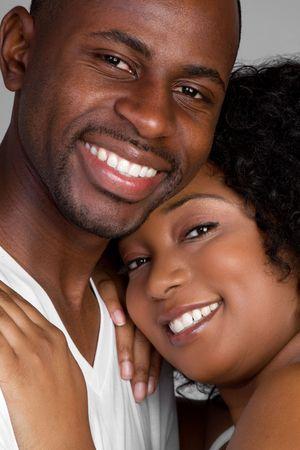 couple afro americain: Sourire couple noire am�ricaine