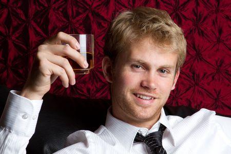 коньяк: Young man drinking alcohol