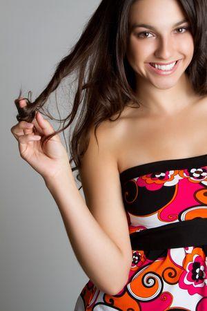 femme brune: Assez souriant fille teen heureuse LANG_EVOIMAGES
