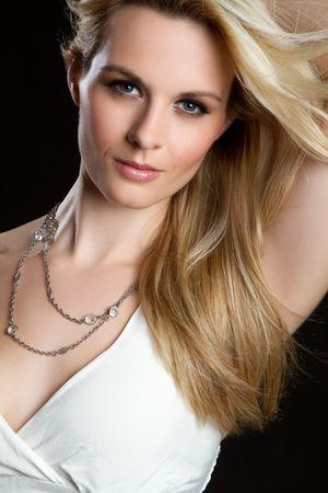 blonde yeux bleus: Femme de mod�le de belle fa�on blonde