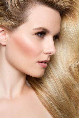ブロンドの髪を持つ女性 写真素材
