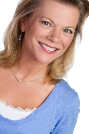 아름 다운 미소 금발 여자의 초상화