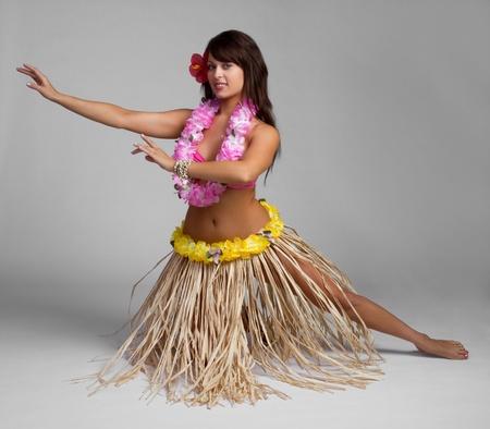 exotic dancer: Pretty hawaiian tropical hula dancer