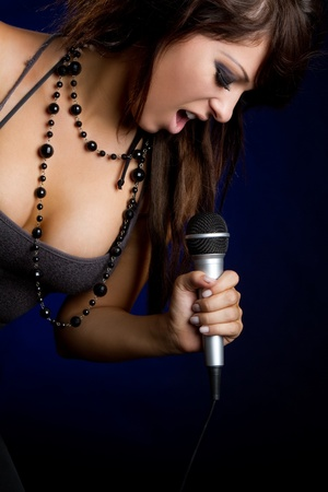 kareoke: Beautiful young female rockstar singer LANG_EVOIMAGES