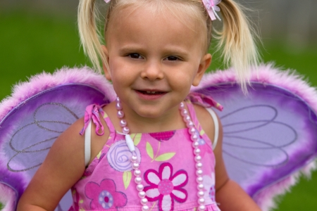 hair bow: Beautiful little girl wearing wings LANG_EVOIMAGES
