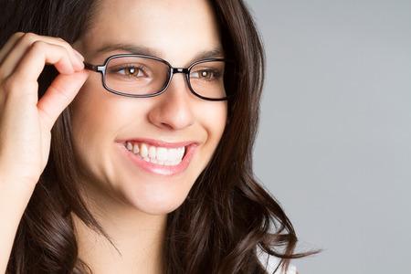 Mooie Lachende vrouw bril dragen Stockfoto