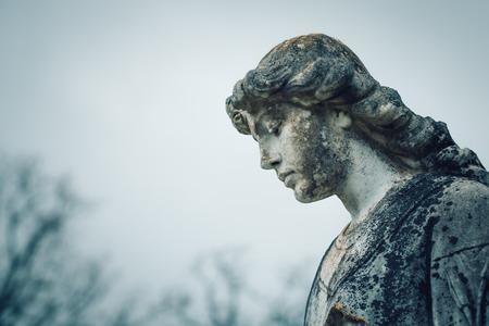 Statue of man angel in graveyard Stock Photo - 100074997