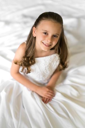 Little girl wearing white wedding dress Stock Photo - 104268983