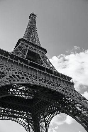 Monochromatic photo of the Eiffel Tower in Paris
